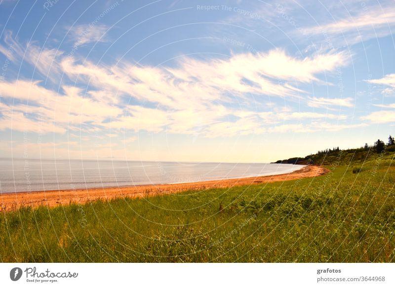 Red Cove Green Land Prince Edward Island Kanada P.E.I Aussenaufnahme Farbfoto Natur Landschaft Tag Umwelt natürlich Meer Bucht Rot blau Weitsicht Steine
