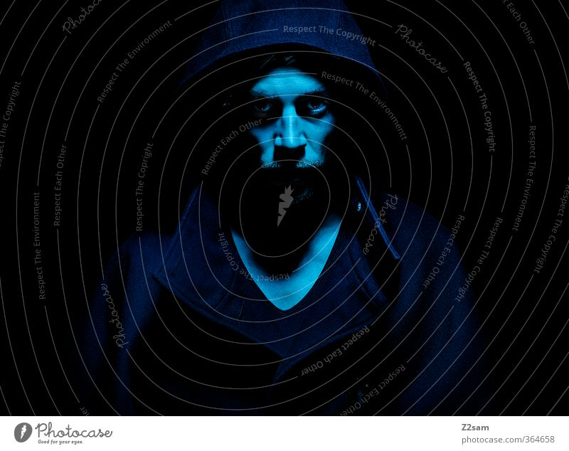 DARK maskulin Junger Mann Jugendliche 18-30 Jahre Erwachsene T-Shirt Mantel Kapuze Bart dunkel gruselig kalt Wut blau Kraft Tod gefährlich Rache Aggression