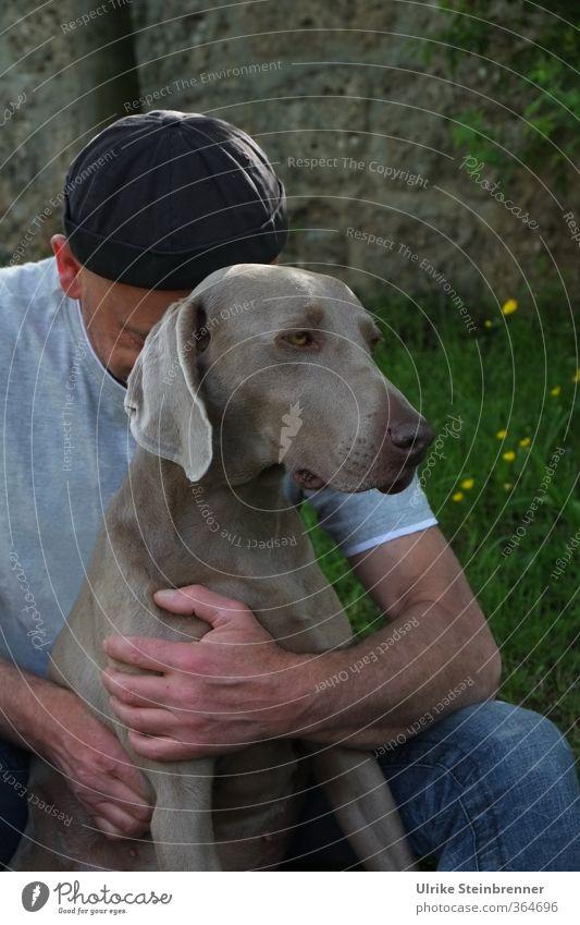 AST 6 Inntal / Innige Kuschelgruppe Mensch maskulin Mann Erwachsene Freundschaft Leben 1 45-60 Jahre Tier Haustier Hund Tiergesicht berühren genießen träumen