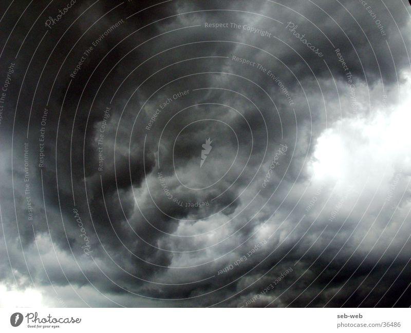 bizzare Wolken dunkel Regen Sturm Gewitter Unwetter
