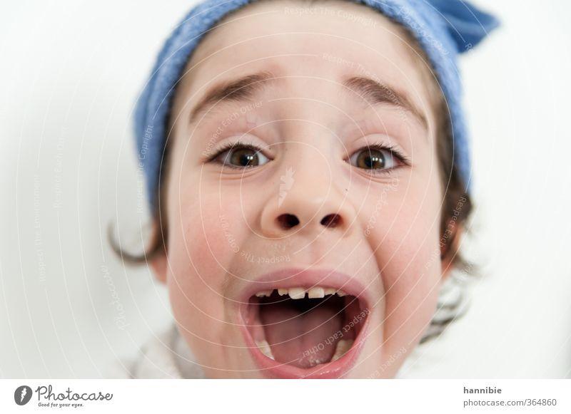 aahhhhhh Mensch Kind blau weiß lachen Junge lustig hell maskulin Kindheit nass Fröhlichkeit Lebensfreude schreien Grimasse Handtuch
