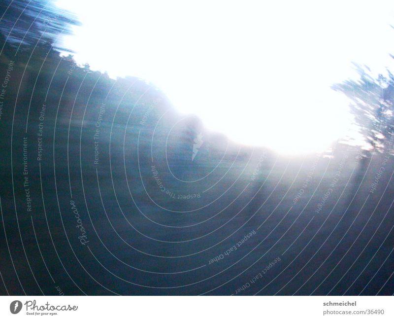 Nebelfahrt blau Nebel Eisenbahn Geschwindigkeit fahren