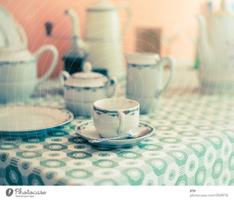 omas brühkaffee Tisch Getränk Kaffee Kitsch Vergangenheit Tee Geschirr Tasse Teller gemütlich altehrwürdig Tischwäsche antik Kaffeetasse Untertasse Kaffeepause