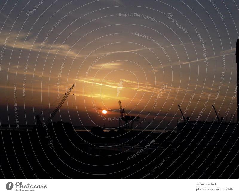 Hafenabend Abend Sonnenuntergang Kran Horizont Bremerhaven Abenddämmerung Nordsee Industriefotografie