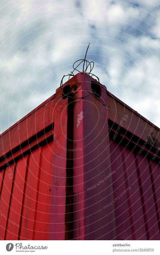 Container container transport import export standard standartisierung globalisierung handel versorgung befestigung draht knoten froschperspektive himmel wolke