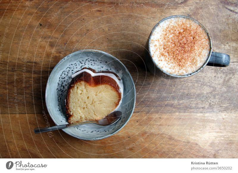 kaffee und kuchen gugelhupf rodonkuchen napfkuchen bundkuchen sandkuchen rührkuchen pound cake bundt cake zitronenkuchen gebäck milchkaffee latte zimt café