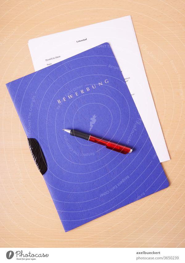 Bewerbung bewerbung lebenslauf bewerbungsmappe job arbeitssuche arbeitslos bewerben beruf business schriftlich schreibstisch kugelschreiber stift stellengesuch