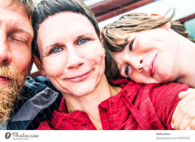 fröhliche weihnachten:) Kontrast Sonnenlicht Unschärfe Porträt Licht Tag Nahaufnahme Außenaufnahme Farbfoto Mutterliebe Glück Fröhlichkeit Zufriedenheit