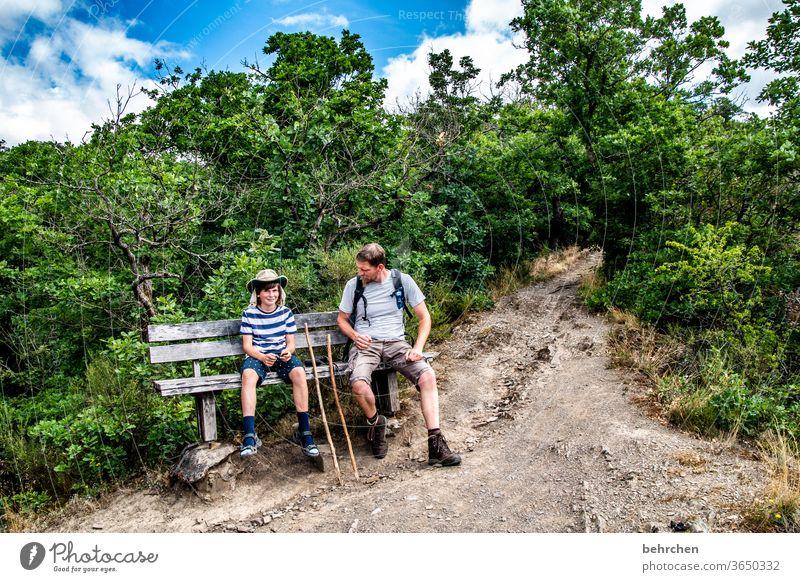 wanderbuben Glück Fröhlichkeit Freude Wege & Pfade Wanderer Zusammensein gemeinsam Umwelt Außenaufnahme Natur Sommer Sohn Vater wandern Junge Mann Kind Eltern