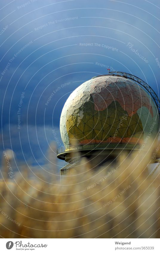 Big Data Industrie Post Telekommunikation Callcenter Luftverkehr Sturm Flughafen Antenne Satellitenantenne Kommunizieren Neugier blau Horizont Radarstation