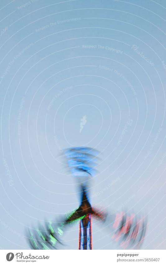 drehendes Karussell Kirmes Jahrmarkt Volksfest Oktoberfest Freude Außenaufnahme Freizeit & Hobby Farbfoto Licht mehrfarbig Feste & Feiern Bewegung