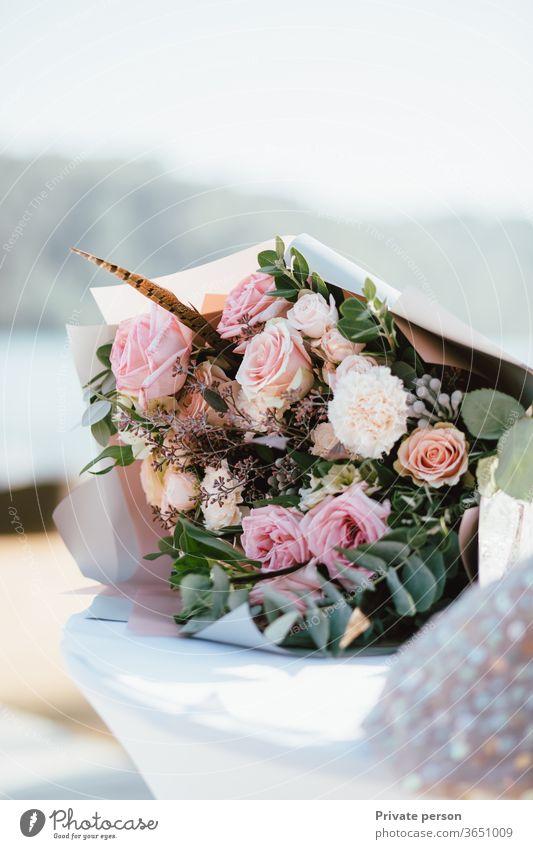 wunderschöner zarter Brautstrauß, Hochzeitshintergrund, Kopierraum für Text Blütezeit Haufen grün Natur Geschenk Dekor Schönheit Dekoration & Verzierung