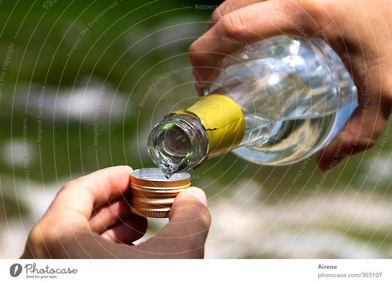 AST6 Inntal | Stufenwasser III (das mit dem i) Getränk Alkohol Spirituosen Flasche Schraubverschluss Ausflug Sommer Hand Finger Glas Wasser trinken Flüssigkeit