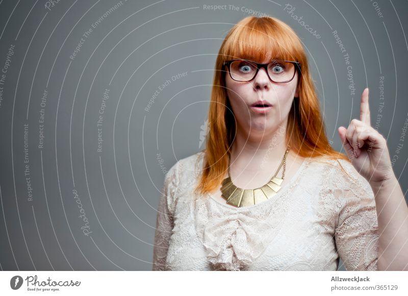 Ich weiß was! Mensch Frau Jugendliche Junge Frau Erwachsene 18-30 Jahre feminin Denken verrückt Brille Hilfsbereitschaft Neugier Wissenschaften trendy Freak