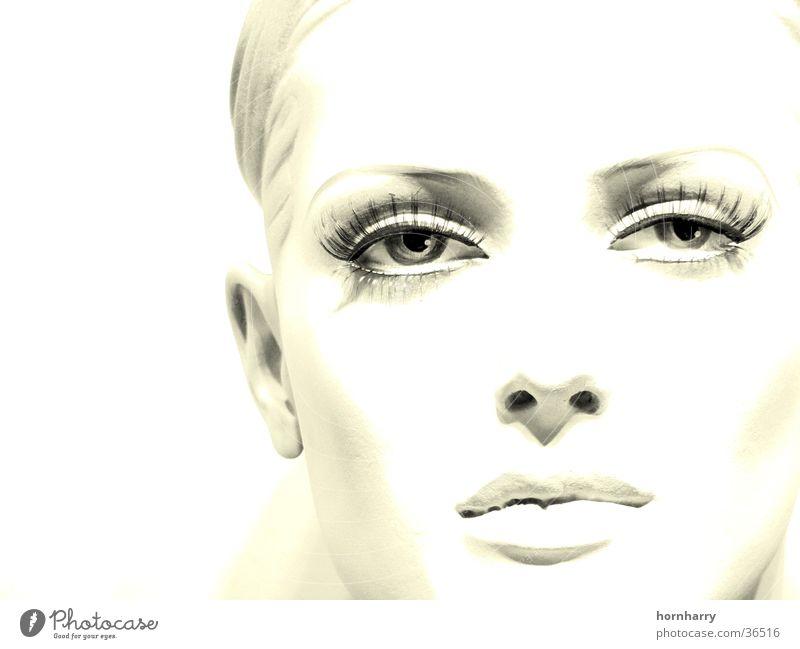Blick 2 Wimpern Lippen Wange Duplex Frau schön weiß Schaufensterpuppe Porträt frontal Auge Nase Gesicht Mund Puppe bleich