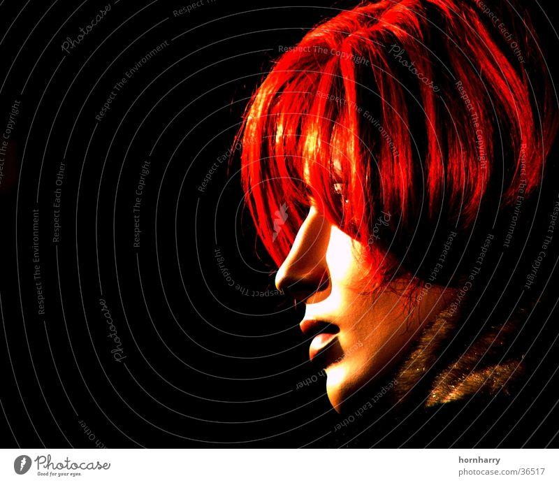 Profil rot Frau schön schwarz Haare & Frisuren Kopf Mund Nase Seite Puppe Wange Scheitel Schaufensterpuppe Kinn