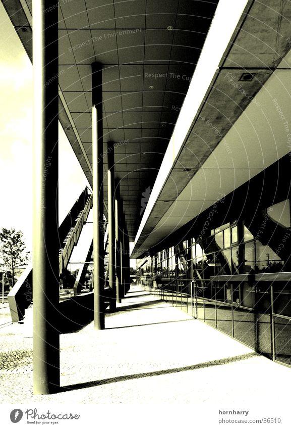 Linen Dresden Gebäude Duplex Monochrom Beton Architektur Messe Säule modern Treppe Metall