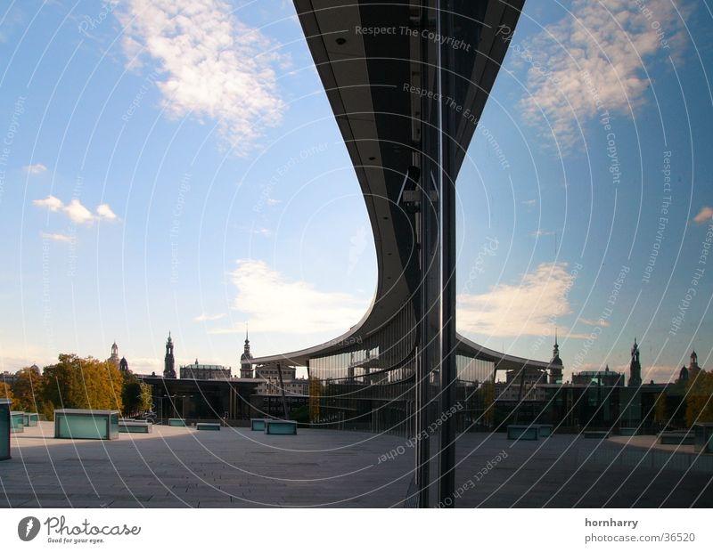 Kongresszentrum Dresden 1 Himmel blau Wolken Architektur Glas Horizont modern Dach Turm Spiegel Messe