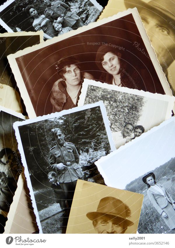 back to the roots | Familie Fotos Familienfotos Familienalbum Großeltern Schwarzweißfoto sepia 20er Jahre Hut Wehrmachtsuniform analog alt Fotografie