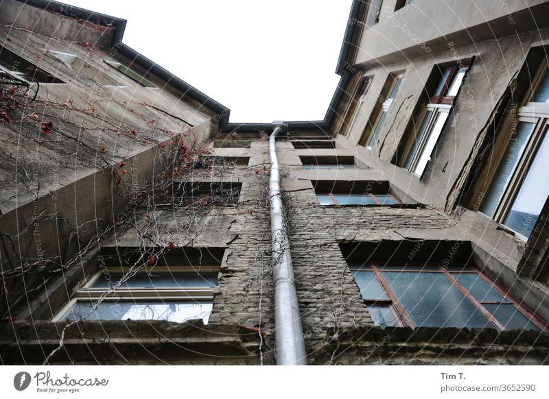 Ohne Himmel Berlin Architektur Stadt Haus Stadtzentrum Menschenleer Gebäude Altstadt Fassade Altbau Prenzlauer Berg Fenster Hinterhof Bauwerk Außenaufnahme