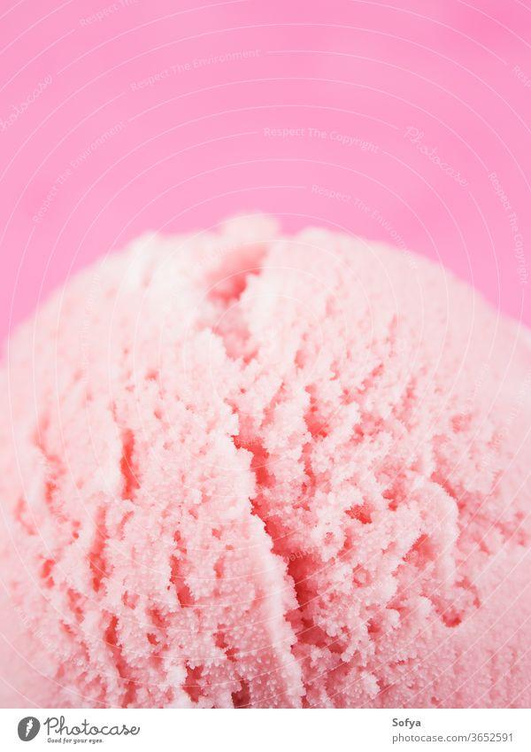 Erdbeereisbecher mit Kirschen, Makro Erdbeeren Speiseeis Baggerlöffel Ball gelato rot Beeren Eisbecher Joghurt süß Tasse Sahne Frucht Versuchung Belag