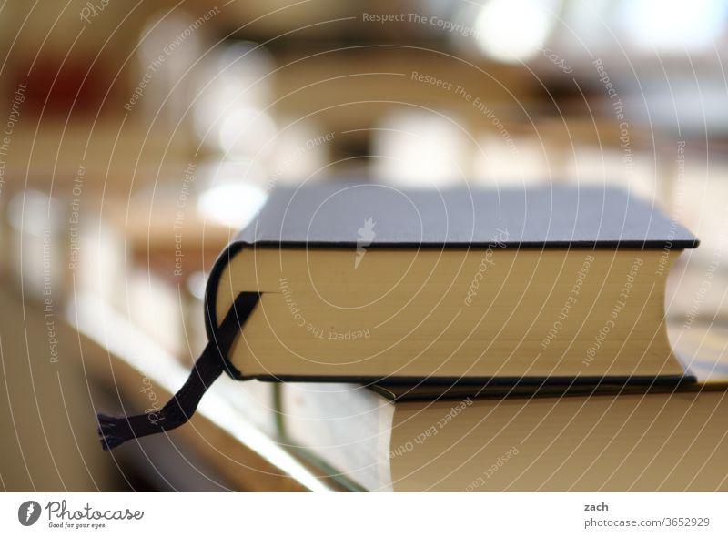 Druckerzeugnis   Ladenhüter Buch Buchladen bücher Bücherstapel Buchhandlung Bücherregal lesen Lesestoff Leseratte Bildung