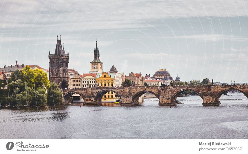 Karlsbrücke, Prag berühmtes Wahrzeichen, Tschechische Republik. Großstadt Architektur vltava Fluss Stadt Tschechien getönt Stadtbild gefiltert Ansicht Gebäude