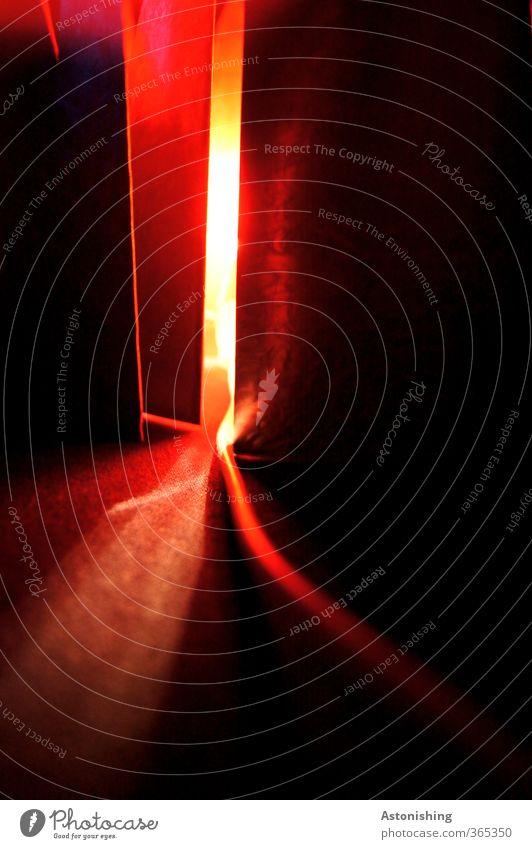 red light Technik & Technologie Energiewirtschaft Metall leuchten rot schwarz Lichterscheinung Lampe Glühbirne Stahlkabel Eisenplatte Schatten Rotlicht