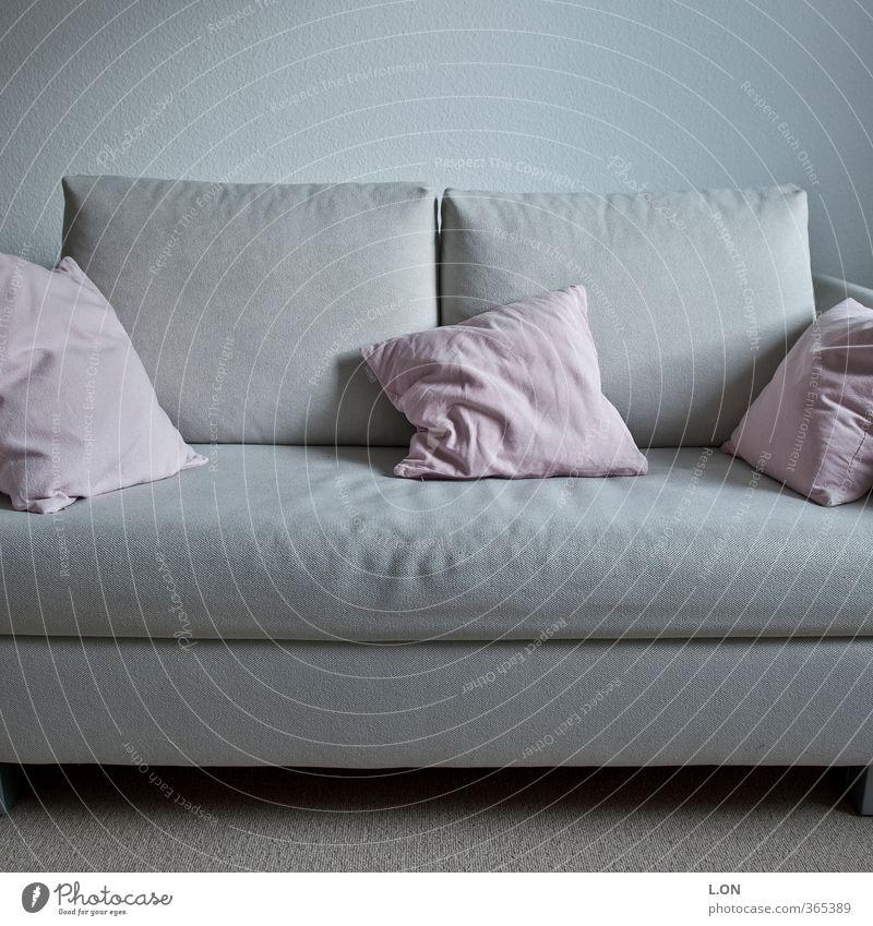 Knautschcouch Lifestyle Häusliches Leben Wohnung Innenarchitektur Möbel Sofa Raum Wohnzimmer Kissen kuschlig blau rosa Gefühle Leidenschaft Geborgenheit ruhig