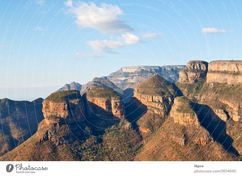 in südafrika flussschluchtanlage und wasser Fluss Schlucht blyde Afrika Süden mpumalanga Landschaft Natur drakensberg Ansicht drei rondavels Berge u. Gebirge