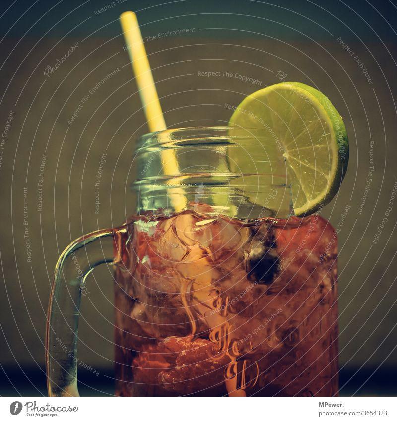cocktail Bar Getränk Alkohol Longdrink trinken Cocktail Glas Cocktailbar Erfrischungsgetränk Feste & Feiern Party Spirituosen Nachtleben Limonade Alkoholsucht