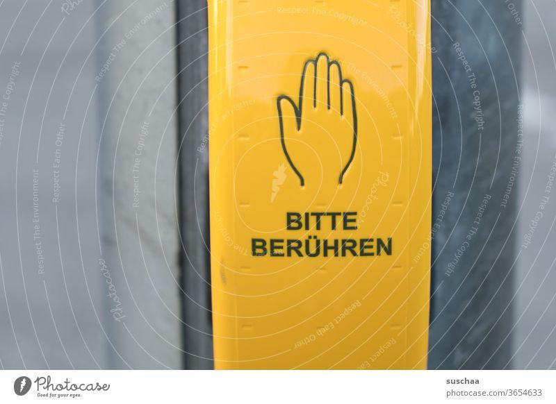 bitte berühren .. Buchstaben Wort Straßenkreuzung Signal gelbes Kästchen Hand Aufforderung Signalmast Straßenverkehr Verkehrswege Stadtverkehr warten rote Ampel