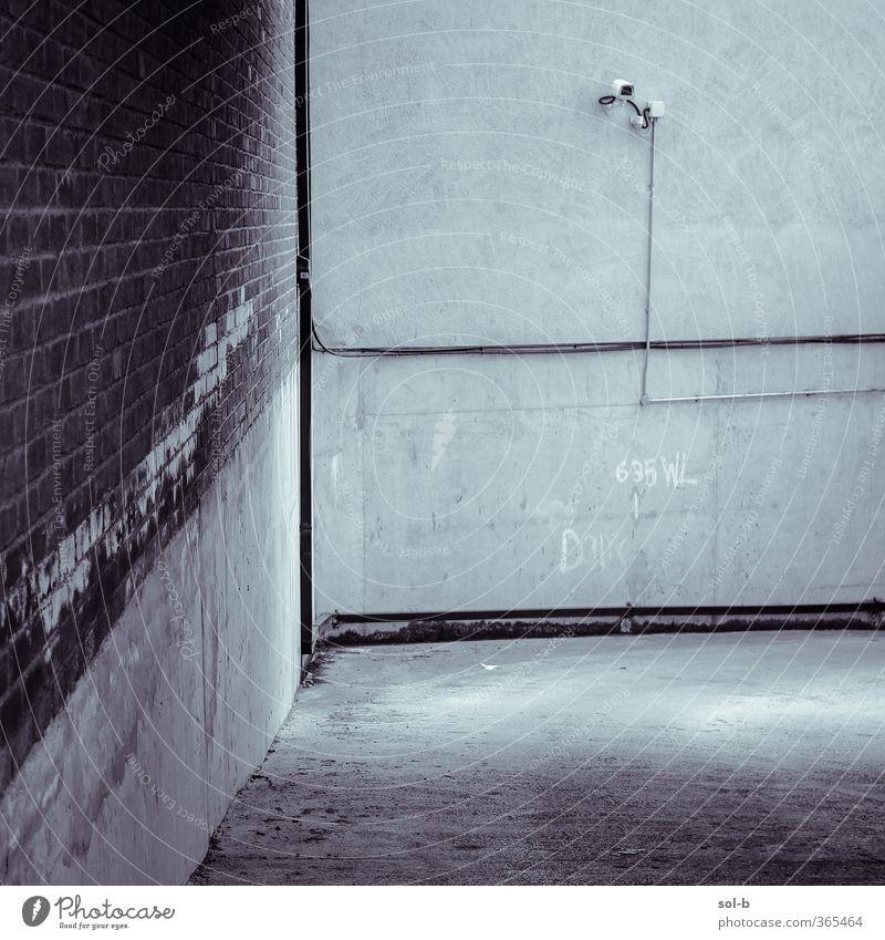 6.35WL D D Häusliches Leben Wohnung Arbeit & Erwerbstätigkeit Arbeitsplatz Industrie Architektur Mauer Wand Verkehr Straße alt dunkel Stadt Wachsamkeit