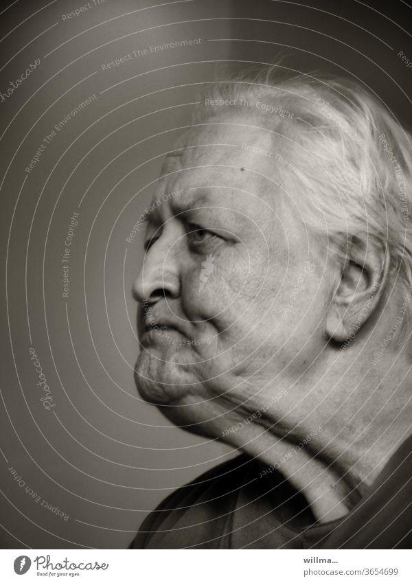 Verbitterung Seniorin Rentnerin Ruhestand Unzufriedenheit Alter Porträt 80s böse zornig Mimik Verzweiflung gealtert wütend verkniffen ungläubig Enttäuschung