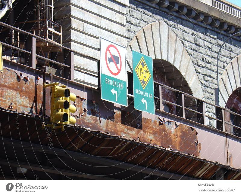 Brooklyn left Ampel links Verkehr Brücke Rost Schilder & Markierungen Straße