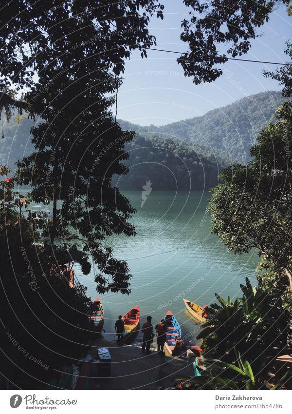 Urlaubsparadies Paradies Boot See Zeitvertreib Freizeit Nepal Ferien & Urlaub & Reisen Außenaufnahme Tourismus Ausflug Farbfoto Natur Bootsfahrt Landschaft