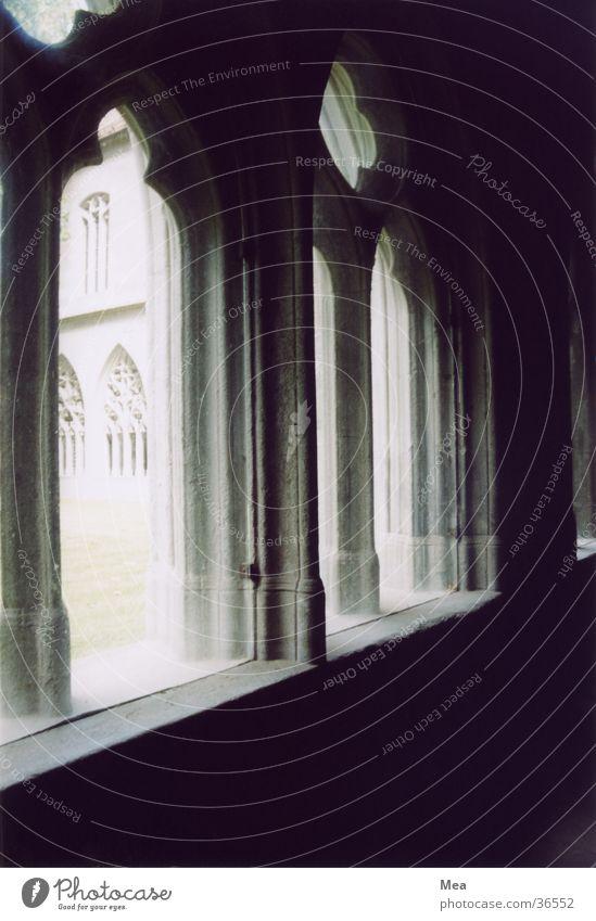 Gotische Fenster Gotik mystisch Licht Schatten Bogen Gotteshäuser Schwarzweißfoto Religion & Glaube Dom Arkaden Architektur