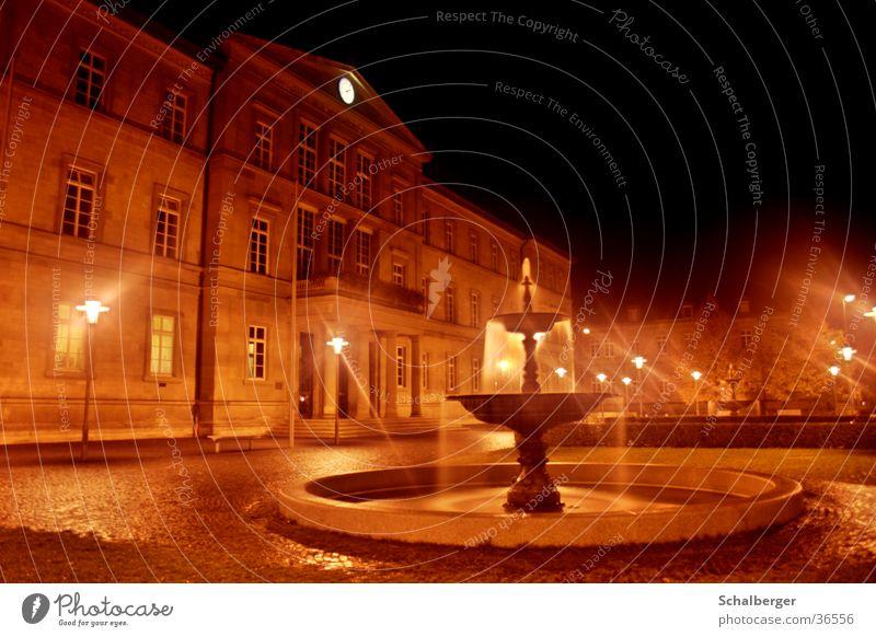 Nachtgeplätscher Licht Brunnen dunkel Architektur Wasser Regen