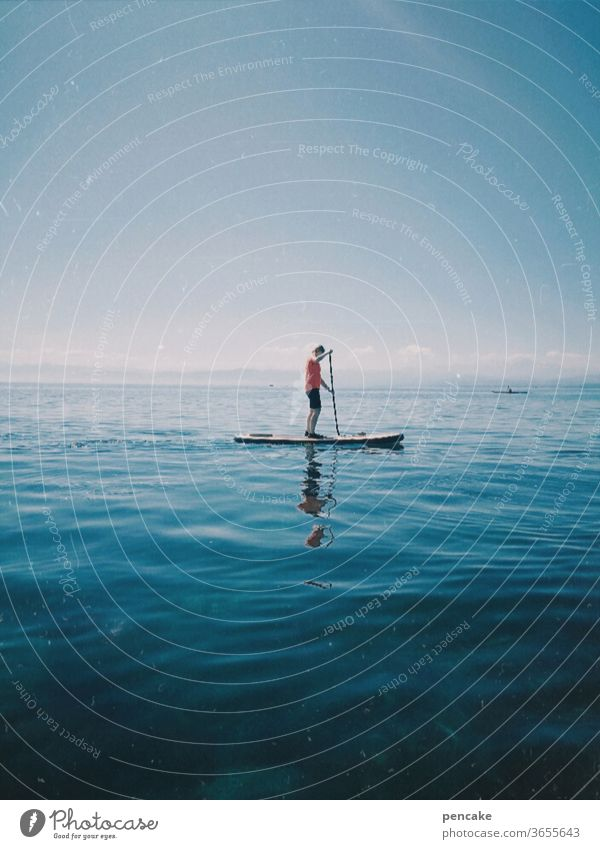 symmetrie | sup sup sup... Paddeln im Stehen paddeln Wasser Sommer Sport freizeit Erholung Wassersport Bodensee stand up paddeling Spiegelung Symmetrie