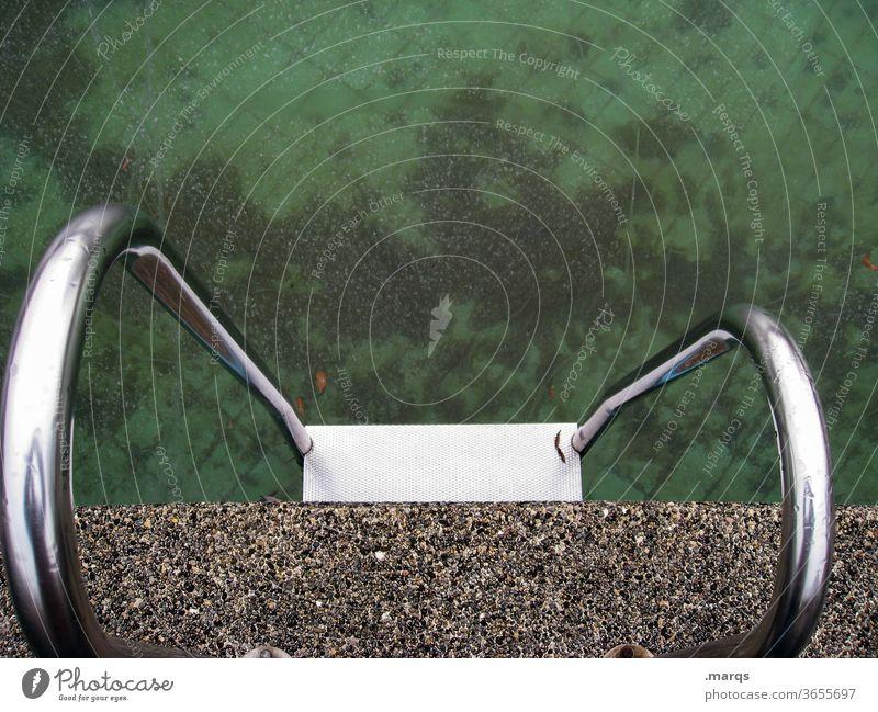 Einstieg Schwimmbad Leiter kalt grün Geländer Einstieg (Leiter ins Wasser) Schwimmen & Baden