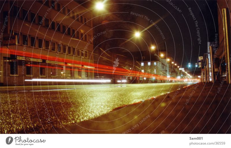 Straße dunkel PKW Verkehr Geschwindigkeit