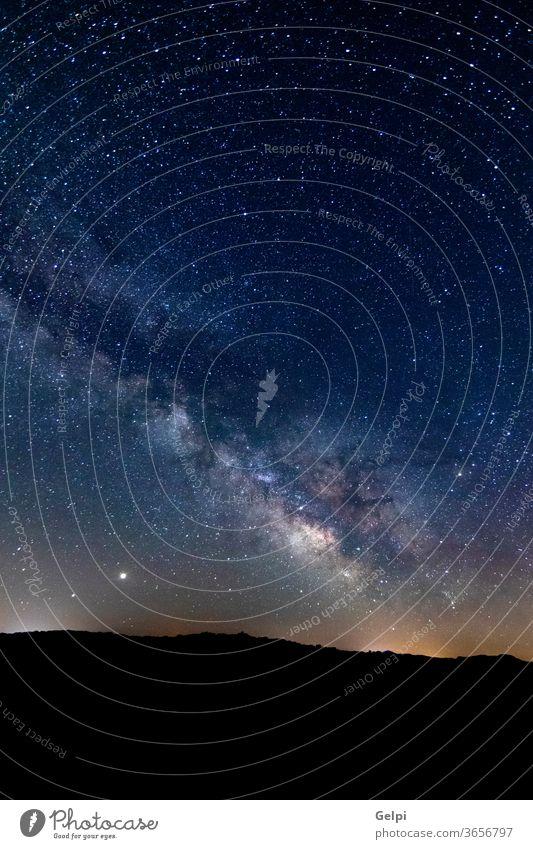 Fantastischer Sternenhimmel Nacht Himmel Astronomie Galaxie dunkel Sternbild Schmuckkörbchen Wissenschaft sternenklar Weltall Raum Hintergrund Nebel