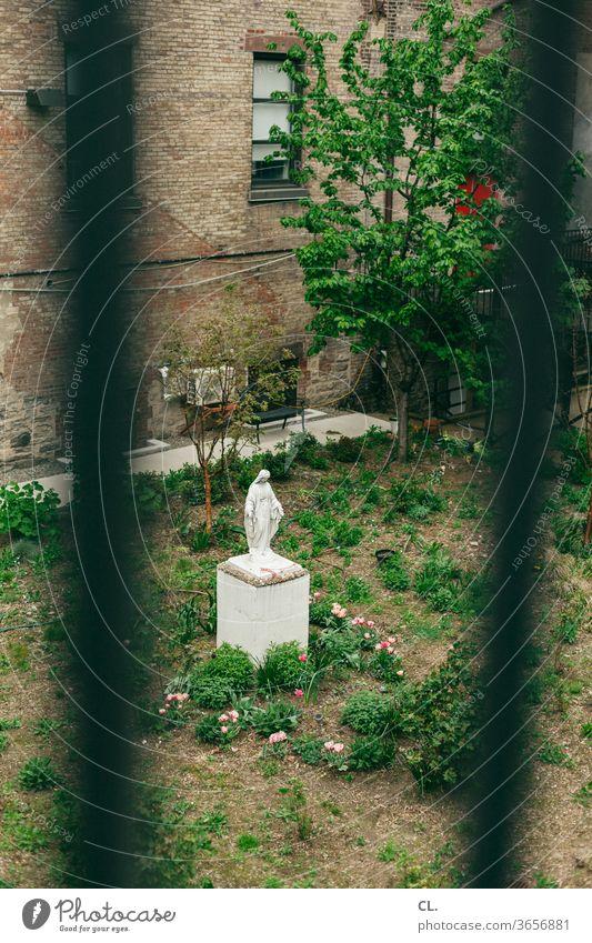 madonna Madonna Religion & Glaube Garten Gitter Kirche Religion u. Glaube Christentum Spiritualität Katholizismus Hoffnung Statue Heiligenfigur heilig