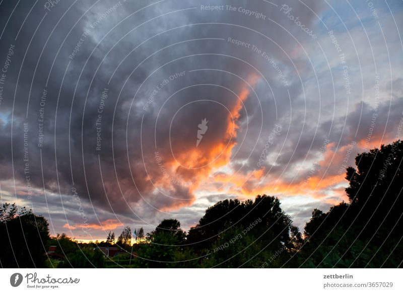 Abendwolken abend altocumulus drohend dunkel dämmerung düster farbspektrum feierabend froschperspektive gewitter haufenwolke himmel hintergrund klima