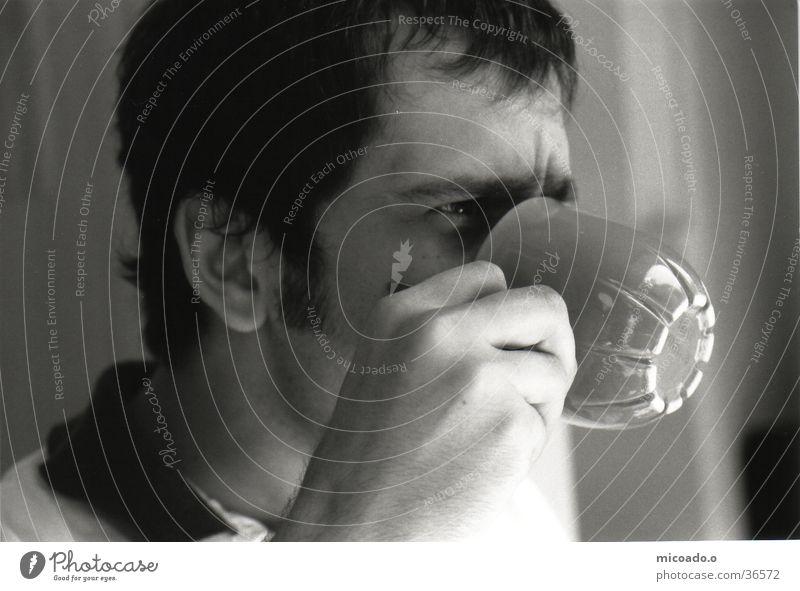 Kaffee-Onkel Dorf Denken Tasse Hand trinken Mann Kaffeetasse Schwarzweißfoto genießen