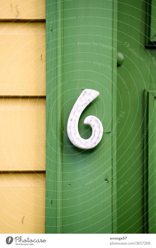 Hausnummer 6 Zahl Ziffern & Zahlen Örtlichkeit Wand Schilder & Markierungen Außenaufnahme Farbfoto Menschenleer Fassade Holzverkleidung Harzer Holzverkleidung