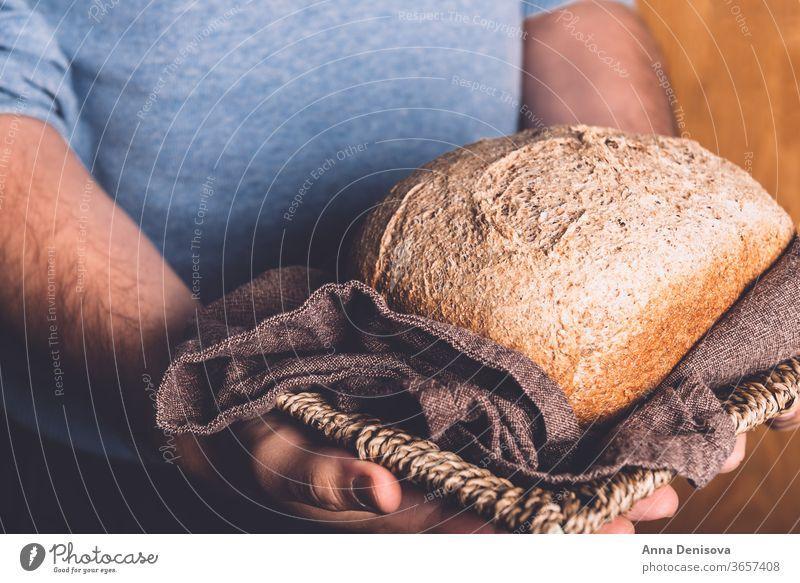Hausgemachtes Vollkornbrot Brot selbstgemacht organisch Ernährung Gesundheit frisch Lebensmittel Korn Brotlaib backen aufgeschnitten Kruste traditionell lecker