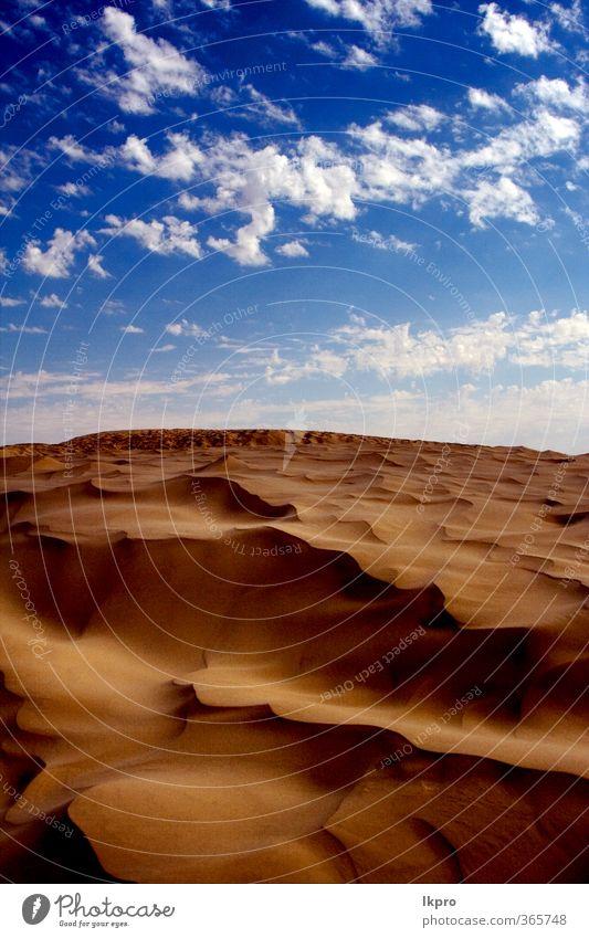 Düne in der Sahara-Wüste Natur Sand Wolken Hügel Linie braun schwarz weiß Einsamkeit Farbe Tunesien wüst Wasser winken hell-blau Holz Buchse Fußtritt Licht