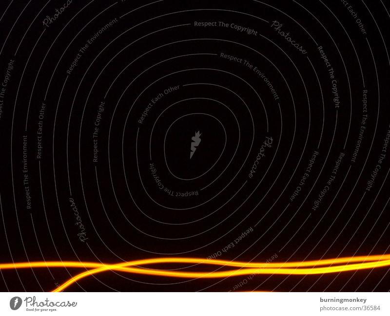 Lichtschlangen rot schwarz Bewegung orange Scheinwerfer Fototechnik Rücklicht