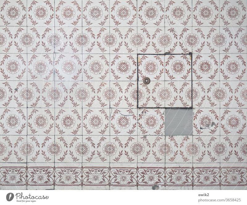 Eine fehlt Strukturen & Formen Muster Farbfoto Fliesen u. Kacheln Wand alt historisch retro komplex Kreativität Nostalgie Zwanziger Jahre Vergangenheit Ornament